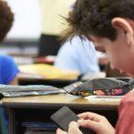 Lajm i keq për nxënësit dhe mësuesit në Shqipëri: Ndalohet përdorimi i celularëve në shkollë