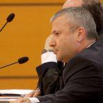 E shkarkoi vettingu, ish-kryetari i Gjykatës së Gjirokastrës tallet me komisionin: Estradë Ballshi…
