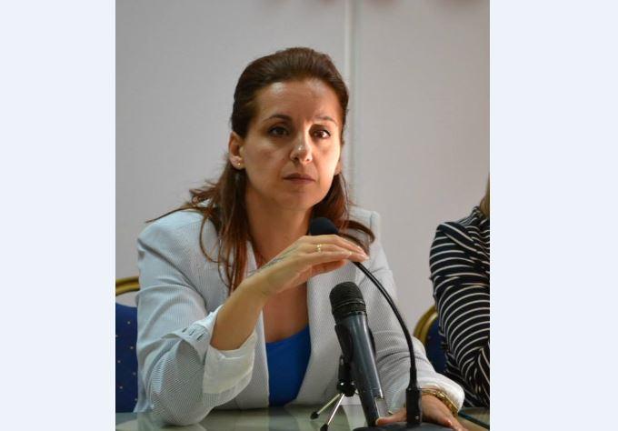 Gjirokastër, gruaja nga 'Dunavati' 'bën për 1 lek' Zamira Ramin në mbledhjen e Këshillit Bashkiak (VIDEO)