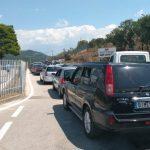 Pala greke bllokon kufirin në Kakavijë, 3 km radhë pritje. Ja shpjegimi që japin