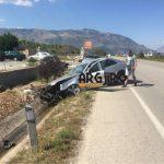 Pamje nga aksidenti i rëndë në Gjirokastër, si doli nga rruga makina me të cilën udhëtonte mjekja pediatre (VIDEO)