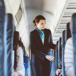 Stjuardesa merr propozim martese në avion, por ajo që i ndodhi më pas është e pabesueshme