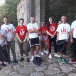 LSI Gjirokastër 'vuan' opozitën, s'ka party e fishekzjarre për 14 vjetorin e themelimit. Të rinjtë përveshin mëngët në aksion pastrimi (FOTO)
