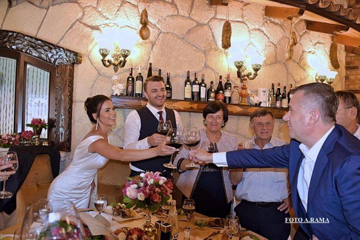 Socialistët 'tërbohen' në dasëm, martohet deputeti me tre mandate (FOTO)