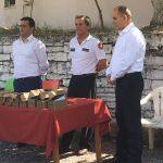 'Ngjarje e madhe' në Gjirokastër, Armand Hilaj 'rreshton' gjithë repartin zjarrfikës për t'i dhuruar… 10 radio dore (FOTO)