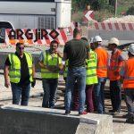 Gjirokastër, deputeti Çuçi dhe kreu i ARRSH, Afrim Qëndro inspektojnë punimet në rrugën nga Postblloku në Lazarat (FOTO)