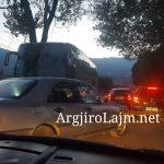 Kaos me trafikun, shihni çfarë ndodh në rrugën Gjirokastër-Lazarat (FOTO)