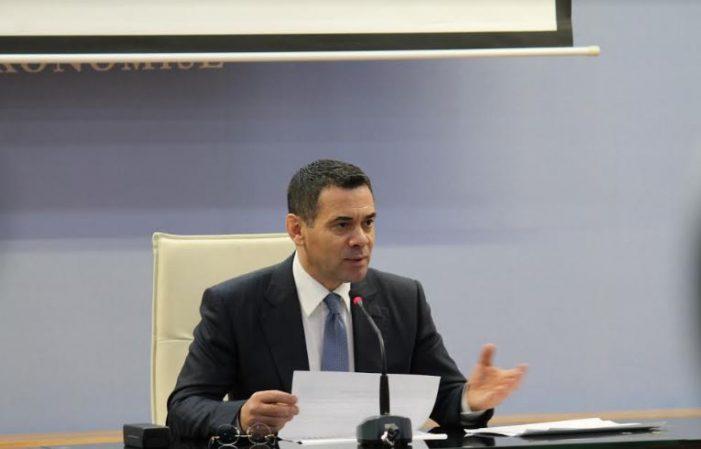 Ministri gjirokastrit 'zgjidh qesen', ja sa shpërblim do të marrin pensionistët për Vitin e Ri