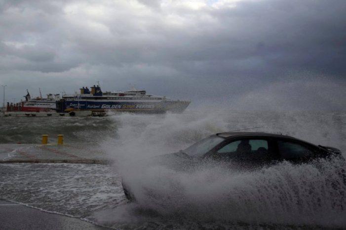 Panik në Greqi nga cikloni 'Zorba', reshje shiu të shumta dhe dallgë 11 metra