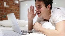 Studimi për çiftet e martuara, ja kush flirton më shumë në rrjetet sociale