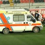 Frikë në stadiumin e Vlorës, pas goditjes futbollistit i ikën gjuha