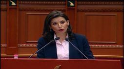 Ministrja e Drejtësisë bën gafë në Kuvend: Ne jemi k*r…. (VIDEO)