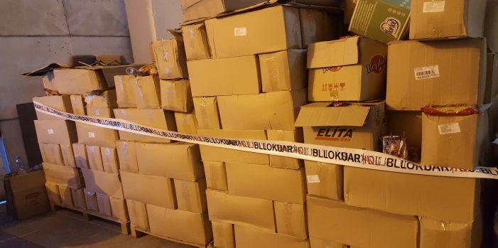 Tre televizionet e Gjirokastrës, asnjë fjalë për magazinën me 18 tonë makarona të skaduara