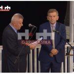 Gëzim Sala e Panajot Barka bashkë në festën e Departamentit të Greqishtes në Gjirokastër. Dikur akuzonin njëri-tjetrin për falsifikim dokumentesh dhe abuzim me fondet