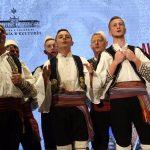 'Njëshat e Tepelenës', shihni grupin që 'tundi' Hotel Plaza në Tiranë (VIDEO)