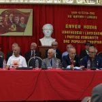Nostalgjikët e Enver Hoxhës festojnë 110 vjetorin e lindjes së diktatorit