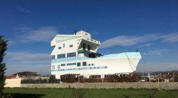 Një nga shtëpitë më të çuditshme në botë ndodhet në Roskovec. Shihni FOTOT