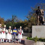Lum fshati për djemtë e tij/ Armand Hilaj riasfaltoi rrugën me paratë e Këshillit të Qarkut, Afrim Qëndro bëri bustin e Asim Zenelit