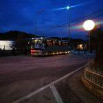Sot varrimi i Kacifas, mbërrijnë në Kakavijë autobusat nga Greqia. Kontrolle të rrepta nga policia shqiptare
