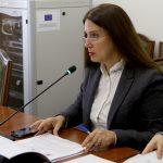 """""""Po mban me hatër Gjirokastrën për investime"""", deputetët e PS-së kritikojnë Kumbaron në Kuvend. Ja si përgjigjet ministrja e Kulturës"""