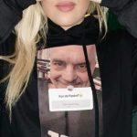"""Trendi më i ri i të rinjve, bluza me foton e Ramës: """"Kur do flasim?"""""""