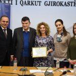 Gjirokastër, prefekti, kryebashkiakja dhe gazetarja e News 24 vlerësohen me titullin 'Ambasadorë të Paqes'