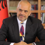 """""""Po bën monolog"""", Rama-studentëve: Mos lini nam si ata në Vlorë"""
