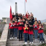 Socialistët e Gjirokastrës frymëzohen nga Rama, nderojnë rilindasit me simbolin e shqiponjës (FOTO)