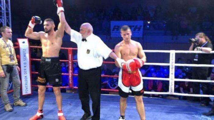 Boksieri shqiptar mposht serbin në 20 sekonda