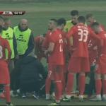 Panik në Gjirokastër, autoambulanca futet në fushë të marrë dy futbollistë. Ja çfarë ka ndodhur