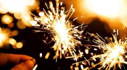 Shtatë traditat më të çmendura të Vitit të Ri në të gjithë botën