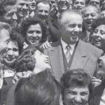 Kjo është fotografia e rrallë e Enver Hoxhës që u ndalua gjatë komunizmit (FOTO)