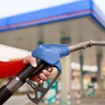 Në Kosovë nafta më pak se 1 euro, në Shqipëri 178 lek/litër