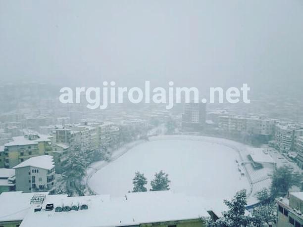 Frakturat nga rrëshqitjet në kalldrëmet e Gjirokastrës, vështirësi edhe në trasnportin e pacientëve
