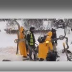 Për të qeshur dhe për të qarë, shihni si e shkrijnë dëborën punonjësit e Bashkisë Gjirokastër (VIDEO)
