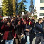 Demokratët e Gjirokastrës, altoparlanti i Dasho Alikos dhe vuvuzelat e protestuesve (FOTO)