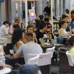 A janë shqiptarët popull dembelë? Jemi ndër vendet me numrin më të madh të kafeneve në botë