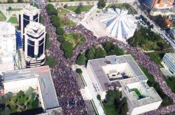 Perla e protestës ishte ky fotomontazh….