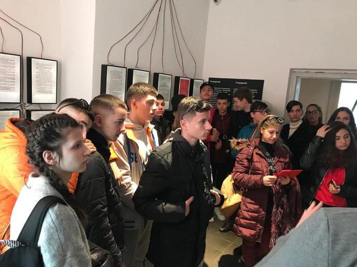 """Gjirokastër, muzeu """"Shtëpia me Gjethe"""" projekte me nxënësit"""