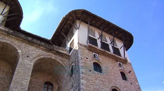 Gjirokastër, pëson çarje nëpër mure shtëpia e Zekatëve (VIDEO)