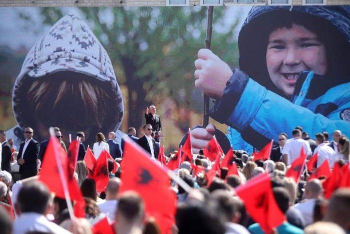 Aktivisti nga Gjirokastra, dikur pjesë e LSI-së, denoncon Ramën dhe Veliajn: Kanë përdorur foton e djalit tim për fushatë