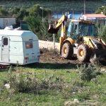 Vijon shkatërrimi i bregdetit në Ksamil, familja pengohet të marrë pronën