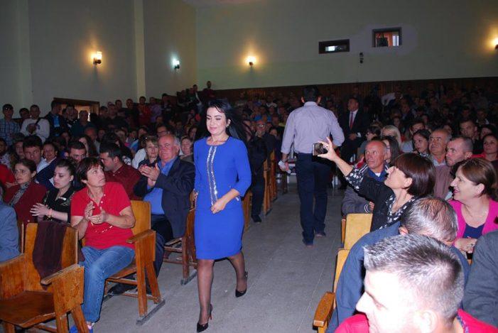 E habitshme/ Deputetja e LSI në Gjirokastër voton pro rezolutës për shkarkimin e Ilir Metës