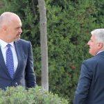Kush do të jetë kryeministër i 'qeverisë tranzitore' në Shqipëri ?