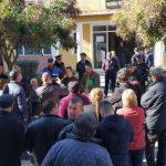 Protestë në Këlcyrë kundër prishjes së shtëpive, policët rrethojnë godinën e bashkisë