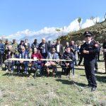 Estradë nga Gjirokastra, çojnë karrige e tavolina sipër kodrës që 'udhëheqja' të shikojë stërvitjen e zjarrfikësve (FOTO)