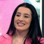 Historia e rrallë/ Njihuni me Ajlin, 28-vjeçarja nënë e 7 fëmijëve dhe me dy fakultete (VIDEO)