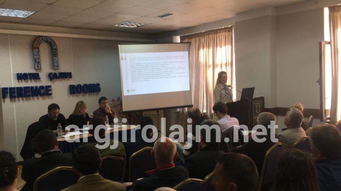 Ministri Çuçi takim me fermerët në Gjirokastër, prezantohet skema për mbështetjen në bujqësi dhe blegtori. Aplikimet nisin pas tre ditësh (FOTO)