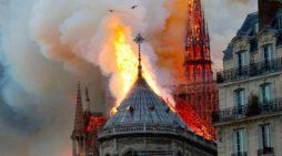 Ja si po digjet Katedralja e famshme Notre Dame në Paris (VIDEO Live)