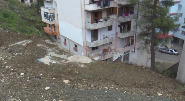 S'kanë të sosur skandalet në Bashkinë Gjirokastër, Zamira Rami nuk dëmshpërblen banorët te 'Kodra e Shtufit' dhe as i pret në zyrë (VIDEO)
